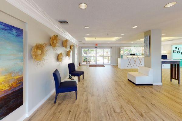 holiday-inn-lobby-living-room-1F9B0BBDA-9339-3E5D-4825-6BC5FEC918EF.jpg