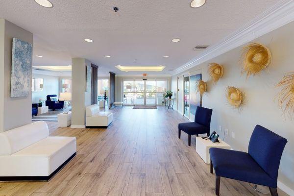 holiday-inn-lobby-living-roomAAD7D4B9-15B0-F017-046C-C4FED7ABBC85.jpg