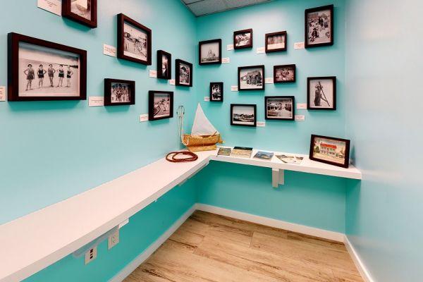 holiday-inn-lobby-office1F21A619-DB67-4C3F-C73D-27766580EA1E.jpg