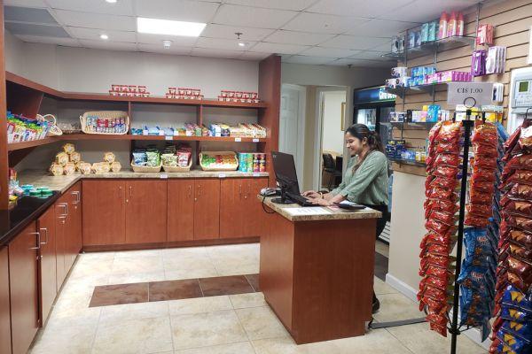 lobby-market-cashier105FA4B4-22CA-4B2A-32B9-6827D7D5F80B.jpg