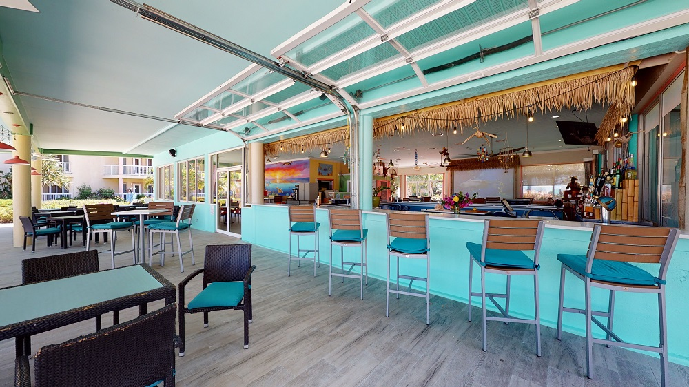 Marina's Bar & Grill at Holiday Inn Port of Miami